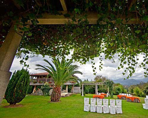 El jardin es el escenario ideal para vuestra boda