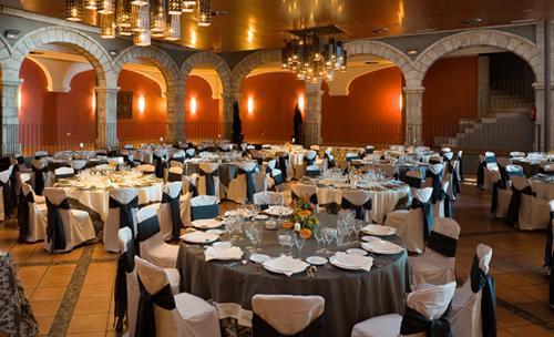 Salón con montaje en banquete