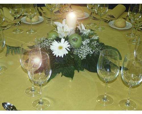 Centro de mesa de flores y velas