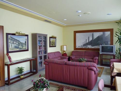 Salón de TV y Biblioteca