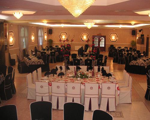 Salon montado para banquete de boda