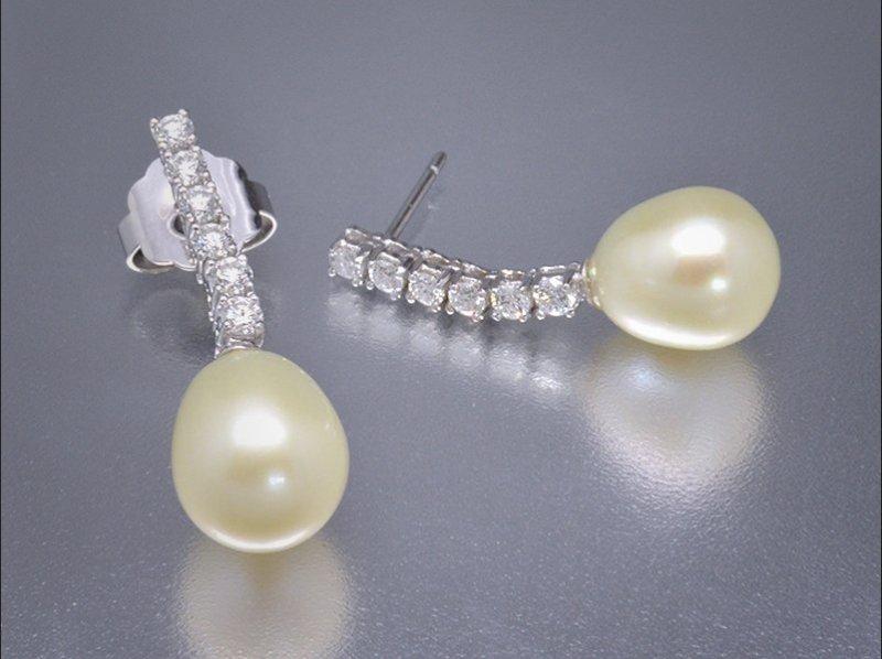 Pendientes de oro blanco, diamantes y perlas cultivadas