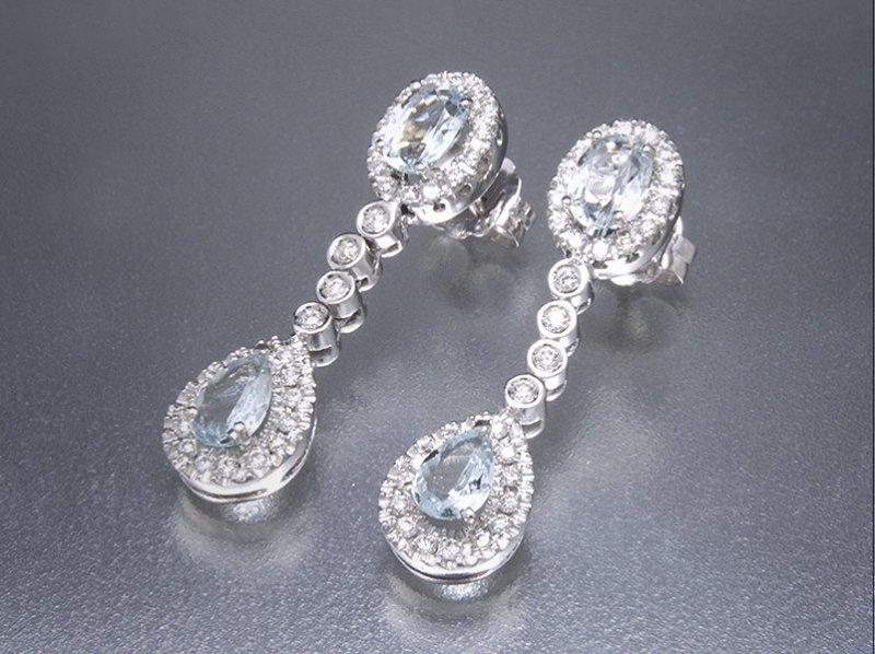 Pendientes de oro blanco, diamantes y Aguamarinas