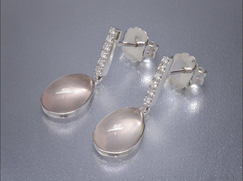 Pendientes de oro blanco, diamantes y Cuarzo Rosa