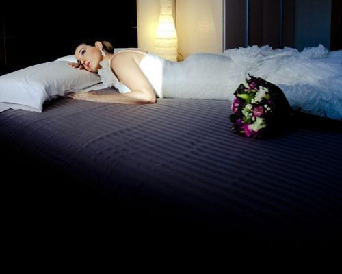 La novia sobre la cama