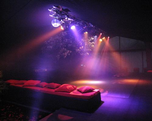 Iluminación del baile con mobiliario