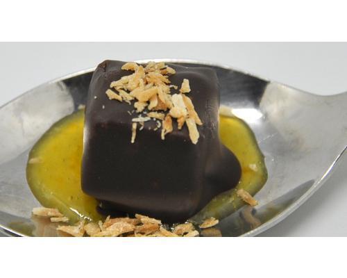 Bombon de foie sobre confitura de mango