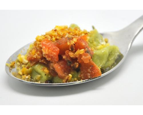 Espuma de guacamole con tomate especiado y crujiente de maiz