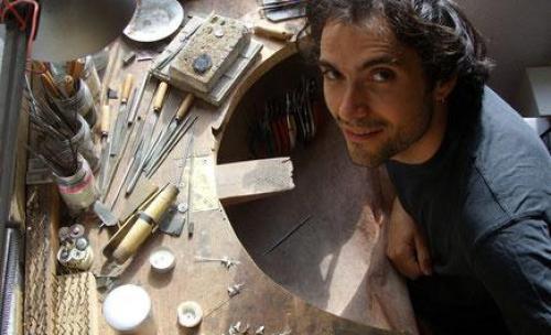 Nuestro Taller en Bilbao, trabajamons todo tipo de metales preciosos como: plata de ley, oro de ley, palladum, etc...