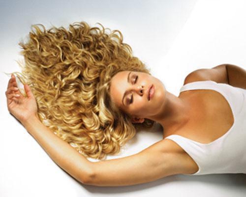 Pelucas de cabello natural y fibra