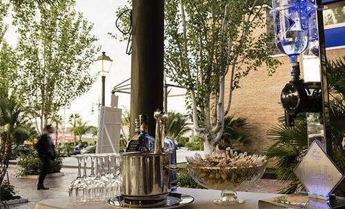 Mesa con champanera