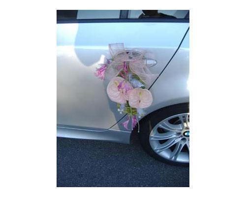 Flores para el vehículo de los novios