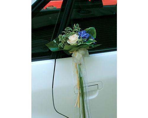 Flores para el coche de los novios
