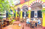 Patio Cordobés en Restaurantes Tabernas Sociedad Plateros Mª Auxiliadora Patio Cordobés para comer y tapear en Córdoba En Restaurante Tabernas Sociedad Plateros Mª Auxiliadora con fantástica decoración como estar comiendo en la Mezquita, también a