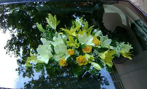 Centro floral para el coche