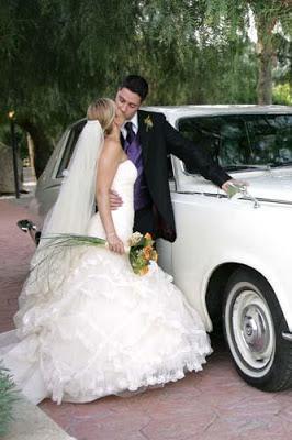 Ahora el vehiculo para tu boda por 120€, incluye 3 horas de servicio, 40km e impuestos. para disposiciones mayores consultanos en el tlf. 618 024 372